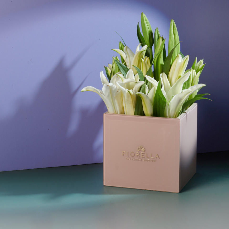 Pink glass cube – lilies